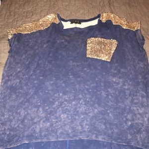 Size Medium oversized top!